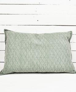 www.jetathome.nl Botanische trend; groen katoenen kussen 40x60 cm.